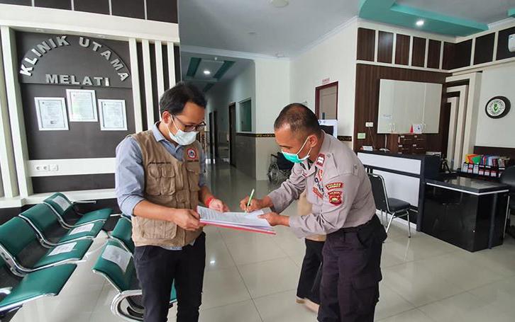 Penyerahan Bantuan APD kepada Wakil Ketua IDI Cabang Kota Sungai Penuh Dan Kabupaten Kerinci