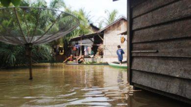 Photo of Warga Desa Tanah Garo Belum Tersentuh Bantuan Terkait Sudah Sepekan Terendam Banjir