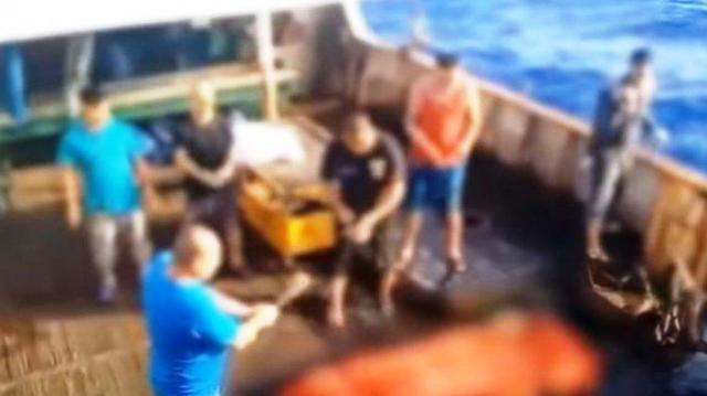 Photo of Kapal China Diduga Bohong, Pelarungan Jasad WNI Tak Disetujui ABK Lainnya