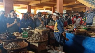 Photo of Fikar Azami Blusukan ke Pasar Tanjung Bajure