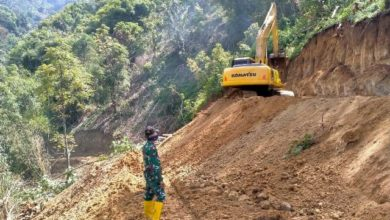 Photo of Target Progres Pekerjaan Jalan di Desa Sungai Langkap Digenjot