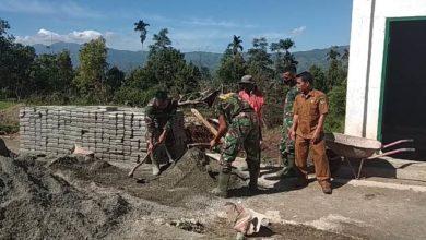 Photo of Kekaguman Warga atas Perjuangan Satgas TMMD di Sungai Langkap Kerinci