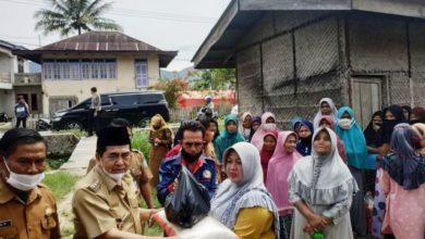 Photo of AJB Serahkan Bantuan Sembako