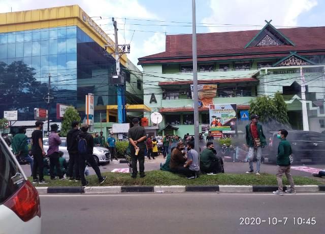 Photo of Aksi Tolak Omnibus Law Mahasiswa Unbari Jambi