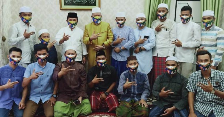 Photo of Usai Ajak Al Haris Berdzikir, KH Ahmad Mubarok Mantap Dukung Haris-Sani