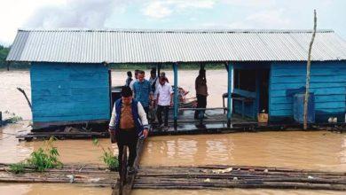 Photo of Gunakan Perahu, Al Haris Telusuri dan Lihat Kondisi Desa di Bantaran Sungai Batanghari