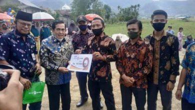 Photo of Wako AJB Serahkan Bantuan Pembangunan Lapangan Bola & Masjid Desa Debai