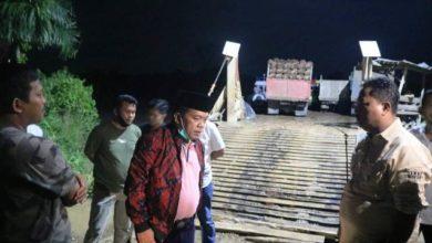 Photo of Prihatin Warga Angkut Komaditi Gunakan Ponton, Al Haris Janji Bangun Jembatan Paseban Pasir Mayang Tebo