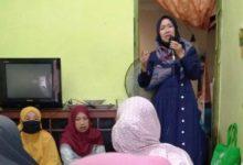 Photo of Saat Ikut Pengajian Ibu-ibu di Kota Jambi, Hesti Haris Tampil Elegan dan Sederhana