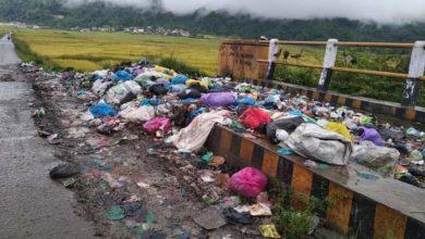 Photo of Sampah Menumpuk di Atas Jembatan Siulak Kerinci