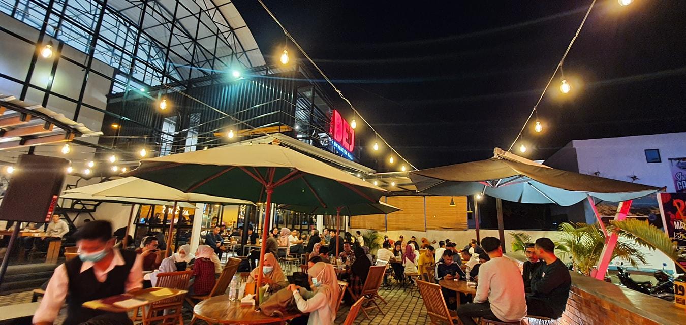 Suasana Cafe Resto Dej Convention Hall